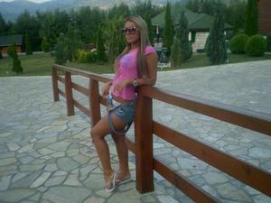 Kelli from Brooklyn, Connecticut is looking for adult webcam chat