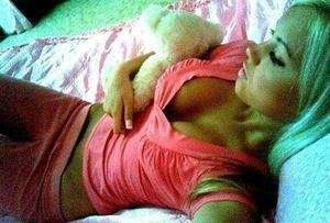 Shenna from Hawaii is looking for adult webcam chat